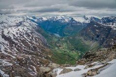 Panoramablick von Geirangerfjord von Dalsnibba Stockfotos
