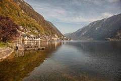 Panoramablick von Hallstatt See und von Stadt, Salzkammergut, Österreich Lizenzfreie Stockfotos