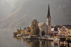 Panoramablick von Hallstatt See und von Stadt, Salzkammergut, Österreich Lizenzfreies Stockbild