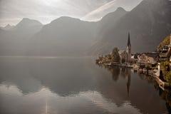 Panoramablick von Hallstatt See und von Stadt, Salzkammergut, Österreich Lizenzfreie Stockbilder