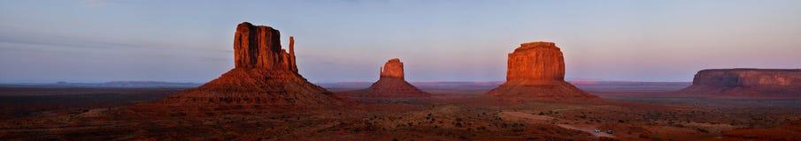 Panoramablick von Handschuh Buttes im Monument-Tal Lizenzfreies Stockfoto