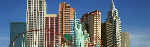 Panoramablick von Hotel New York New York mit Freiheitsstatuen bei Sonnenaufgang, Las Vegas, Nanovolt Stockbild