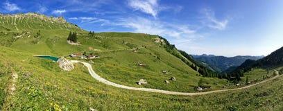 Panoramablick von Kafell-Spitze und von anderen Spitzen während der Sommerzeit Lizenzfreie Stockfotos
