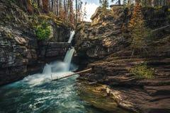 Panoramablick von Kaskadenwasserfällen lizenzfreie stockfotos