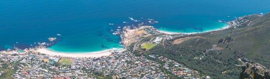Panoramablick von Lagern bellen und Clifton-Strände von der Tafelbergspitze lizenzfreies stockbild