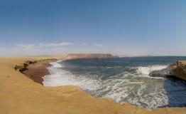 Panoramablick von Lagunillas-Strand im national Reserve von Paracas-Park, Peru stockfotografie