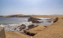 Panoramablick von Lagunillas-Strand im national Reserve von Paracas-Park, Peru stockbild