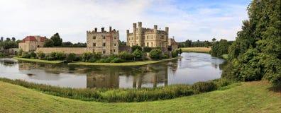 Panoramablick von Leeds Castle und von Burggraben, England, Großbritannien Lizenzfreies Stockbild