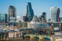 Panoramablick von London mit ikonenhaften modernen Wolkenkratzern Lizenzfreie Stockfotos
