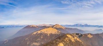 Panoramablick von Monte San Primo, von Monte Palanzone und von surroundi stockfoto