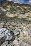 Panoramablick von Musalenski Seen und Steinen in der Front, Rila-Berg Lizenzfreie Stockbilder