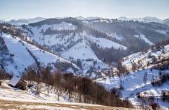Panoramablick von Pestera im Winter, Brasov, Siebenbürgen, Rumänien stockfoto