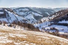 Panoramablick von Pestera im Winter, Brasov, Siebenbürgen, Rumänien lizenzfreie stockfotos