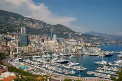 Panoramablick von Port-Herkules in Monaco stockfotos