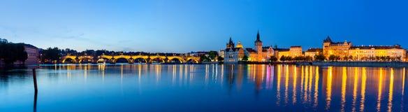 Panoramablick von Prag nachts, Tschechische Republik stockfotografie