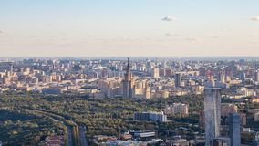 Panoramablick von südwestlich von Moskau mit MSU lizenzfreies stockfoto