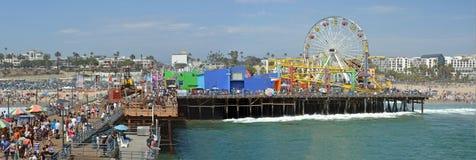 Panoramablick von Santa Monica Pier u. von Strand Lizenzfreies Stockfoto