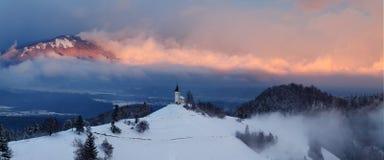 Panoramablick von sch?nem Winterm?rchenland Julian Alps, Slowenien, Weihnachtszeit stockfoto