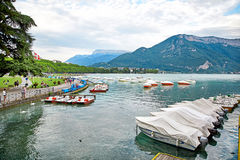 Panoramablick von See Annecy in Frankreich Stockbild