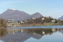 Panoramablick von See Lago di Muzzano in Lugano in Tessin, die Schweiz Lizenzfreie Stockbilder