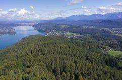 Panoramablick von See Worthersee Lizenzfreies Stockfoto