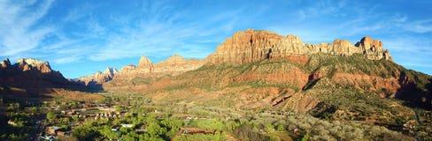 Panoramablick von Springdale, Utah durch Zion National Park Lizenzfreies Stockfoto