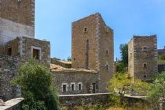 Panoramablick von Turmhäusern an Dorf Vathia Vatheia in Mani Greece lizenzfreie stockbilder