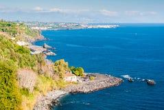 Panoramablick von u. von x22; Timpa& x22; von Acireale in Sizilien Lizenzfreie Stockbilder