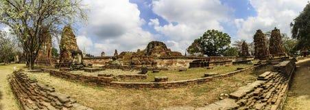 Panoramablick von Wat Mahathat im Komplex des buddhistischen Tempels in Ayutthaya nahe Bangkok thailand Lizenzfreies Stockbild