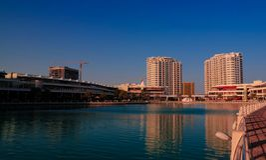 Panoramablick zum Bezirk der schwimmenden Stadt von Manama, Bahrain stockfoto