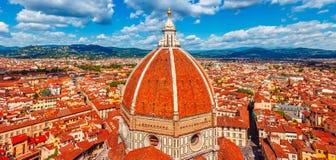 Panoramablick zur Haube der Kathedrale Sankt Lizenzfreie Stockbilder