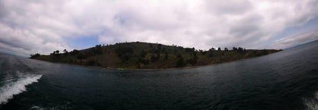 Panoramablick zur Taquile-Inselküstenlinie am Titicaca See, Puno, Peru Lizenzfreies Stockbild