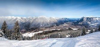 Panoramablicke der Alpen und des Garmisch-Partenkirchen Stockfoto
