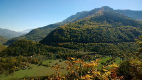 Panoramablicke der herrlichen reichen Beschaffenheit von Montenegro während der Herbstsaison Lizenzfreies Stockbild