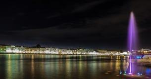 Panoramablicke des Flusses Neva zum Hochschuldamm Stockbilder
