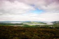 Panoramablicke vorbei zu Drongawn-Lough in Donegal u. in x28; Ireland& x29; lizenzfreie stockfotos