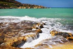 Panoramablickfelsen nahe dem Meer in Malta Lizenzfreies Stockbild