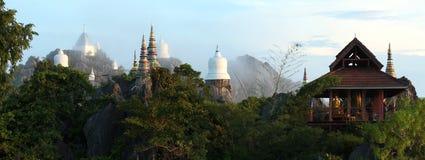 Panoramabovenkant van berg en pagode Royalty-vrije Stock Foto's