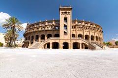 Panoramabyggnad för bullfighting i Mallorca på en solig dag Arkivfoton