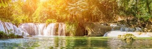 PanoramaChet Sao Noi vattenfall i nationalpark Royaltyfri Foto