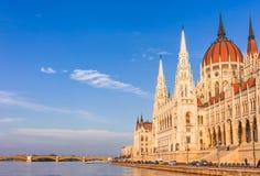 Panoramacityscape av den berömda turist- destinationen Budapest med Donau, parlamentet och broar Lopplandskap i Ungern, Europa arkivfoto