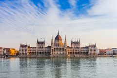 Panoramacityscape av den ber?mda turist- destinationen Budapest med Donau, parlamentet och broar Lopplandskap i Ungern, Europa arkivbild