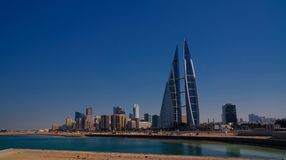 Panoramacityscapesikt till den Manama staden, Bahrain Arkivbilder