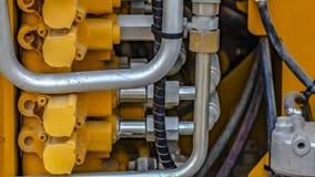 Panoramadetails van de motor van een geel op zwaar werk berekend bouwvoertuig royalty-vrije stock foto