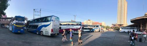 Panoramafoto av den Chiang Mai bussstationen Arkivbild