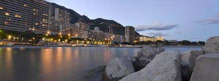 Panoramafoto av den Monaco stranden på solnedgången Fotografering för Bildbyråer