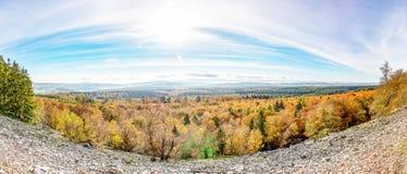 Panoramafoto met meningen van bos en landschap in de herfstschaduwen van Morschieder-Braam, Duitsland royalty-vrije stock fotografie