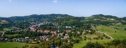 Panoramafoto van Banska Stiavnica, Slowakije Stock Foto's