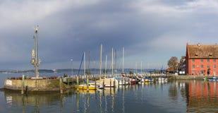 Panoramahamn Meersburg på ottan Lake Constance Royaltyfri Foto