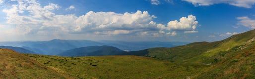 Panoramakarpatenberge Stockbild